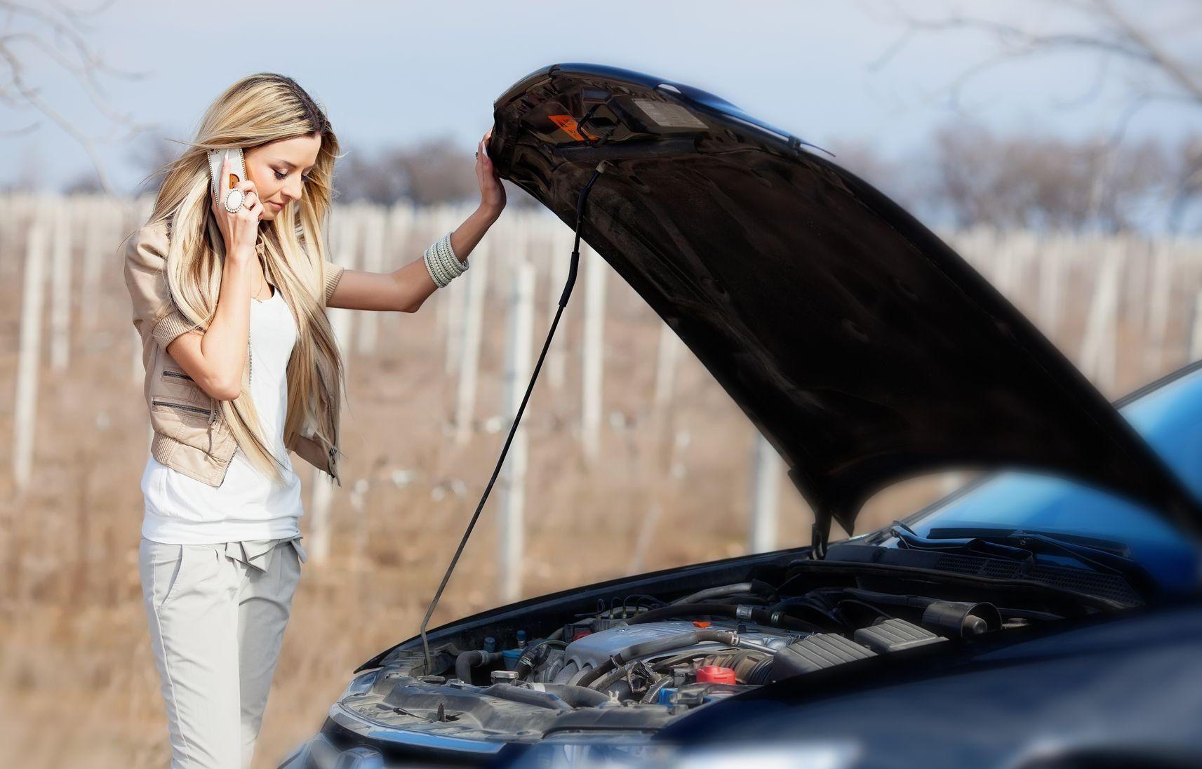 картинки девушки и сломанная машина