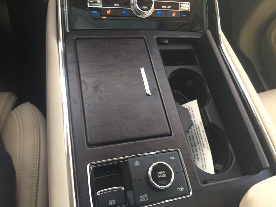 2018 Lincoln Navigator, Console