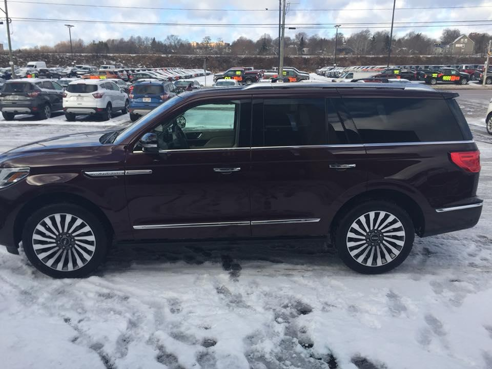 2018 Lincoln Navigator, Driver Side