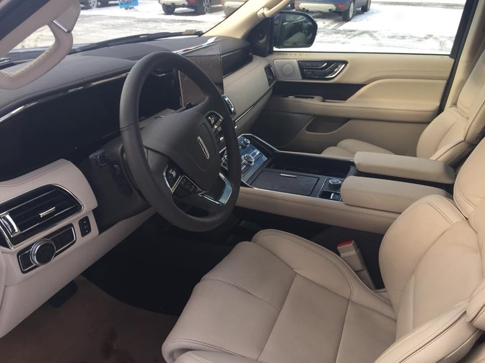2018 Lincoln Navigator, Driver Seat