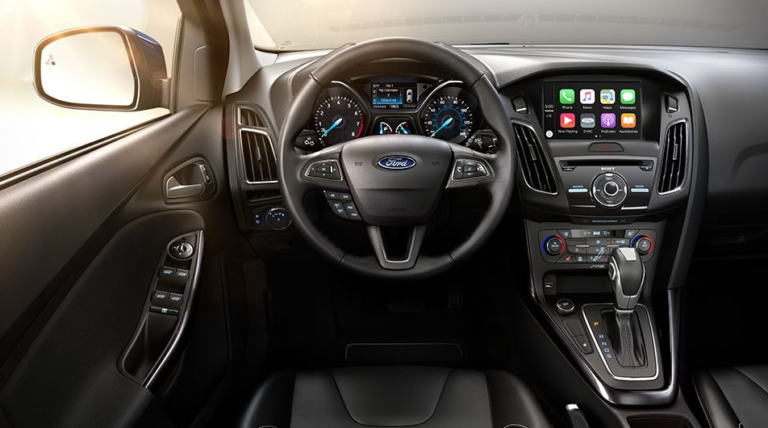 2017 Ford Focus SE Interior Dashboard