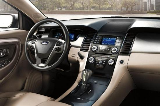 2017 Ford Taurus SEL Interior Dashboard