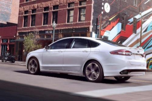 2018 Ford Fusion Energi SE Exterior Rear End