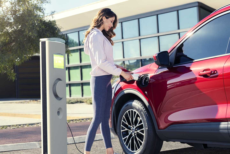 Ford Escape Hybride 2020 VS Toyota RAV4 hybride 2020