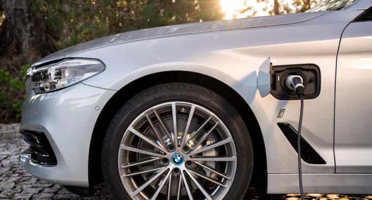 BMW 530e Plug in Charging